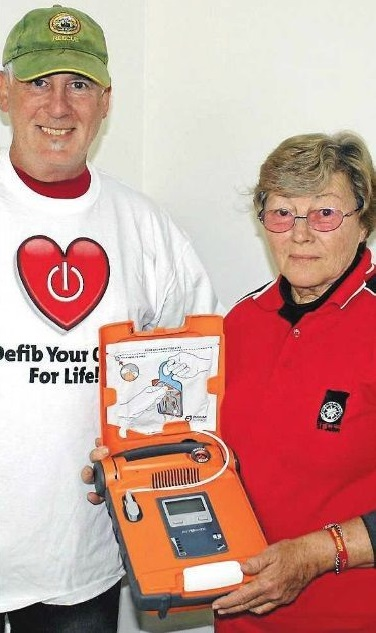 NEW TOOL: Mudgee Rescue Squad member Colin Ratcliff and fellow Squad member and St John's trainer Gwendy Cooper pictured with the latest addition to their inventory a lifesaving G5 Defibrillator.